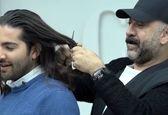 شوک کننده؛ علی انصاریان موهای بلند مجری را قیچی زد! +فیلم