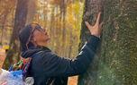 ژست متفاوت آنا نعمتی در کنار درخت +عکس