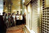 تصویر دیده نشده از رهبر انقلاب در حرم حضرت زینب (س)