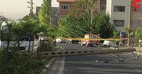 تصادف شدید مینی بوس با تیر برق در سعادت آباد +عکس
