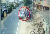 لحظه تصادف وحشتناک ناگهانی عابر پیاده! +عکس و فیلم