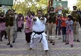 عکس متفاوت از آموزش دفاع شخصی به زنان هندی