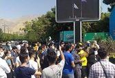 شعار استقلالیها جلوی وزارت ورزش: «وای وای، چهجوری ما ۶تا خوردیم»!